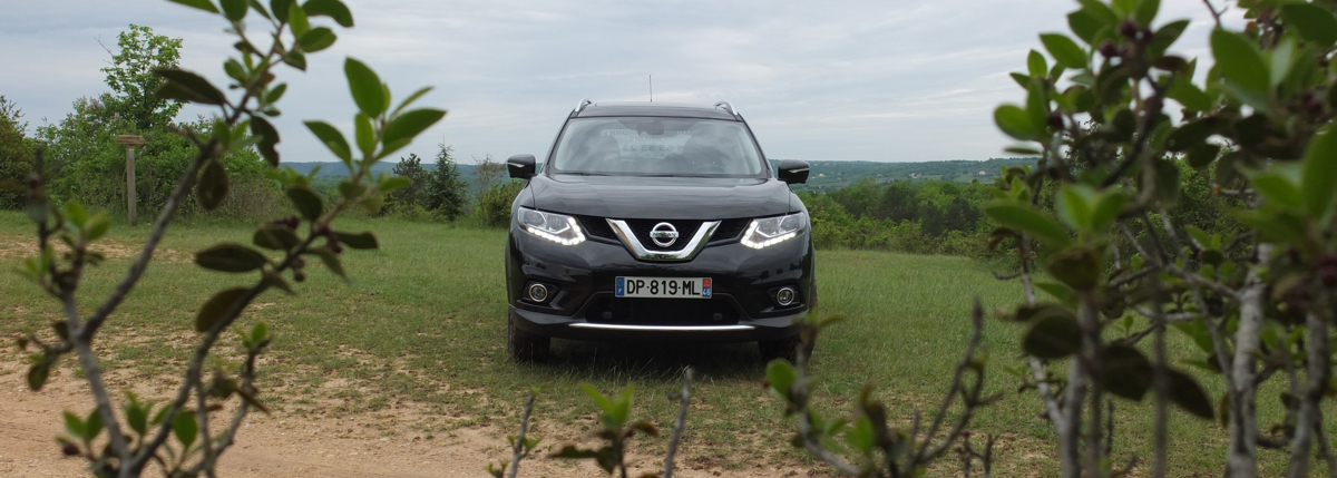 essai du nissan x trail 2015 un crossover baroudeur et familial mobiliteur. Black Bedroom Furniture Sets. Home Design Ideas